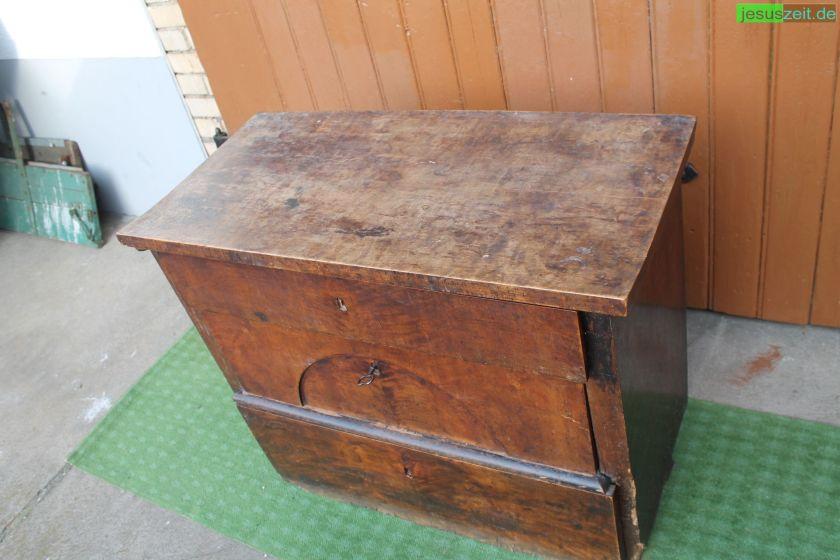 Gebrauchtmöbel haben auch mal deutliche Gebrauchsspuren